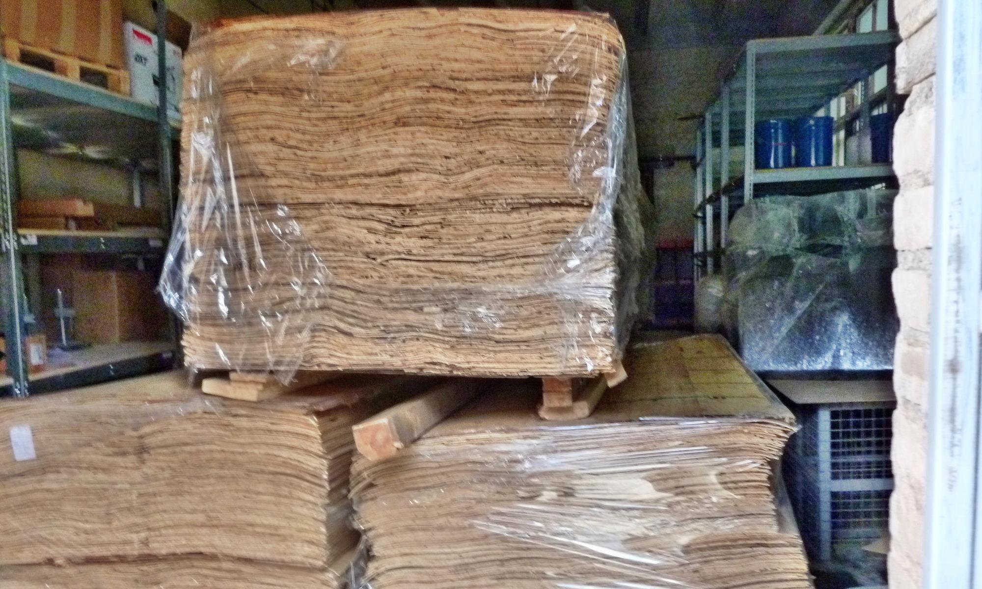 Шпон лущёный хвойных пород древесины. Толщина 3,2 мм.